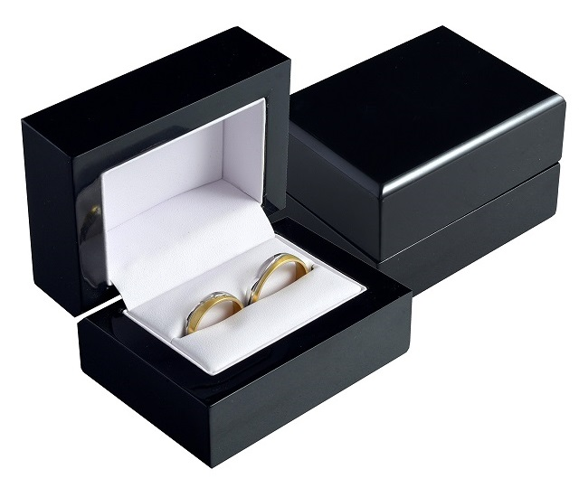 Drevena Krabicka Na Snubni Prsteny Manzetove Knofliky Cerna Bb 3