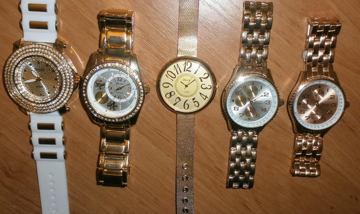 6657b8590d4 Kompletní specifikace · Související zboží. Dámské pozlacené hodinky ...