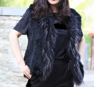6c3e57b122c Kožešinová dámská vesta pletená z králíka a mývala - S až 7XL černá