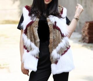 ad471bf3db9 Kožešinová dámská vesta pletená z králíka a mývala - barevná